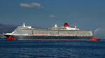 キュナード・ラインの豪華客船クイーン・エリザベスが鹿児島港に入港しました。