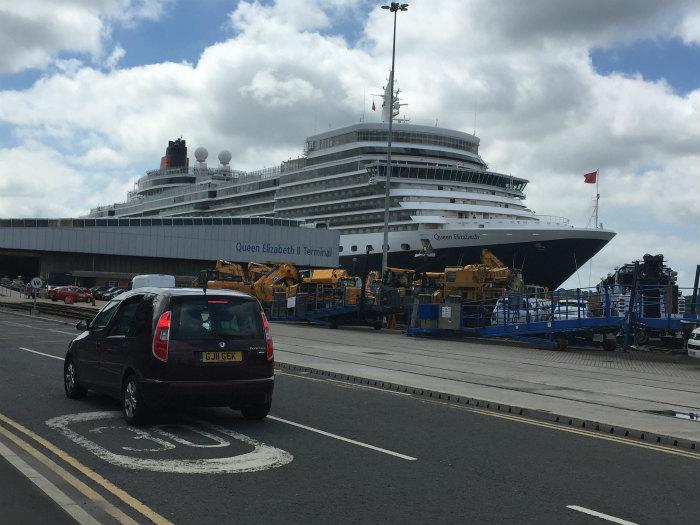 サウサンプトン港のクイーン・エリザベス Queen Elizabeth at Southampton