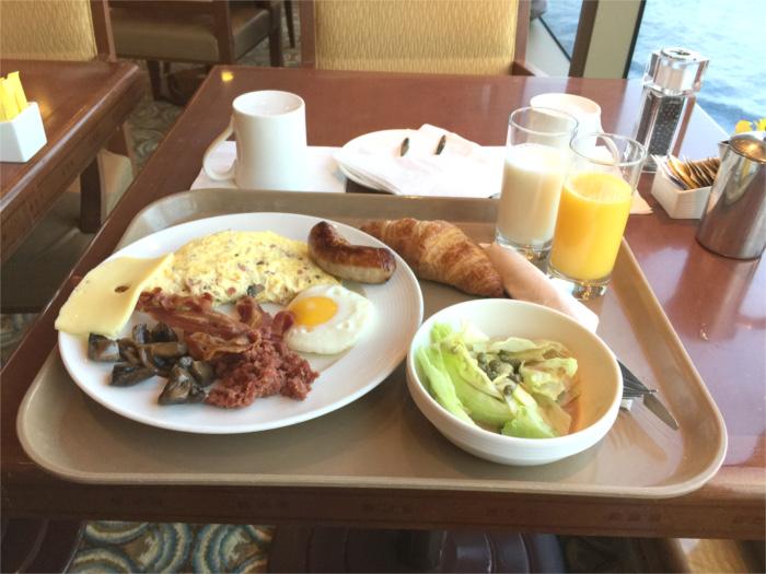 クイーン・エリザベスの朝食