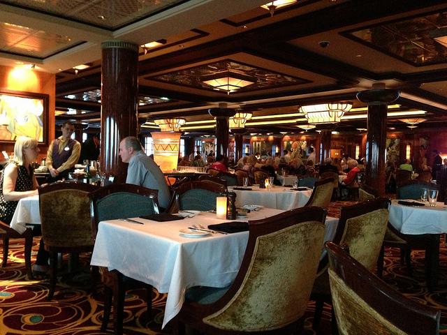 クルーズ船のレストラン